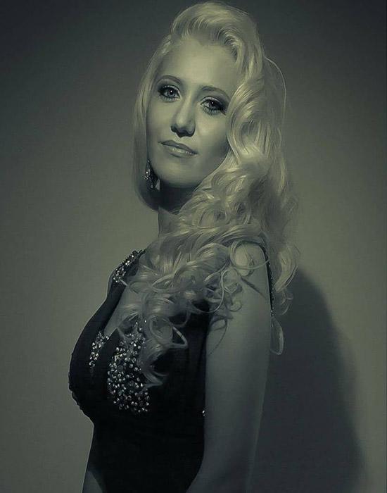 Anna (26 ans, Evian)
